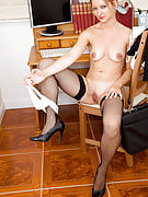 Workplace MILF Tara Trinity takes the break from her get the job done to probe vagina