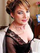 Lacy 42 yr old Eszti from 30 plus Ladies spreads the lady hairy snatch there