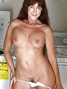 Long haired 40 yr old Shauna pinches the lady nipples for you