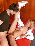 Merilyn will get her mature pussy stuffed by younger hard tool