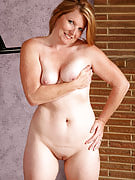 42 year old MILF Kelly from 30 plus Ladies works on this girl adult body