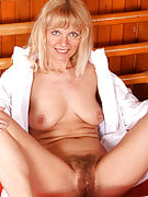 Merilyns hairy vagina is yes to kindly natural lovers