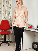 Real housewife Nella from 30 plus Ladies showing away her natural titties