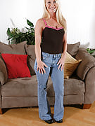 Fantastic MILF in fast bluejeans shows off this girl sensuous body
