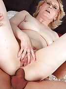 Horny 43 yr old will get this girl shaven mature pussy blessed along with tool