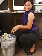 This particular MILF gets herself away immediately after reading the steamy note at just the office