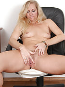 Curvy MILF Kathleen rips away this girl get the job done laundry in order to show you some vagina