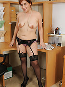 Office girl Veronica Devil takes a rest after operate to spread out hairy pussy
